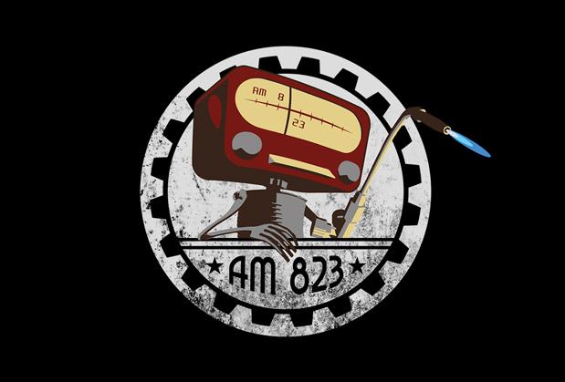 AM823